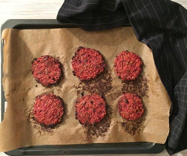 burger speziati di barbabietole e miglio