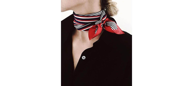 Come indossare il foulard: ecco 3 modi facili e super chic!
