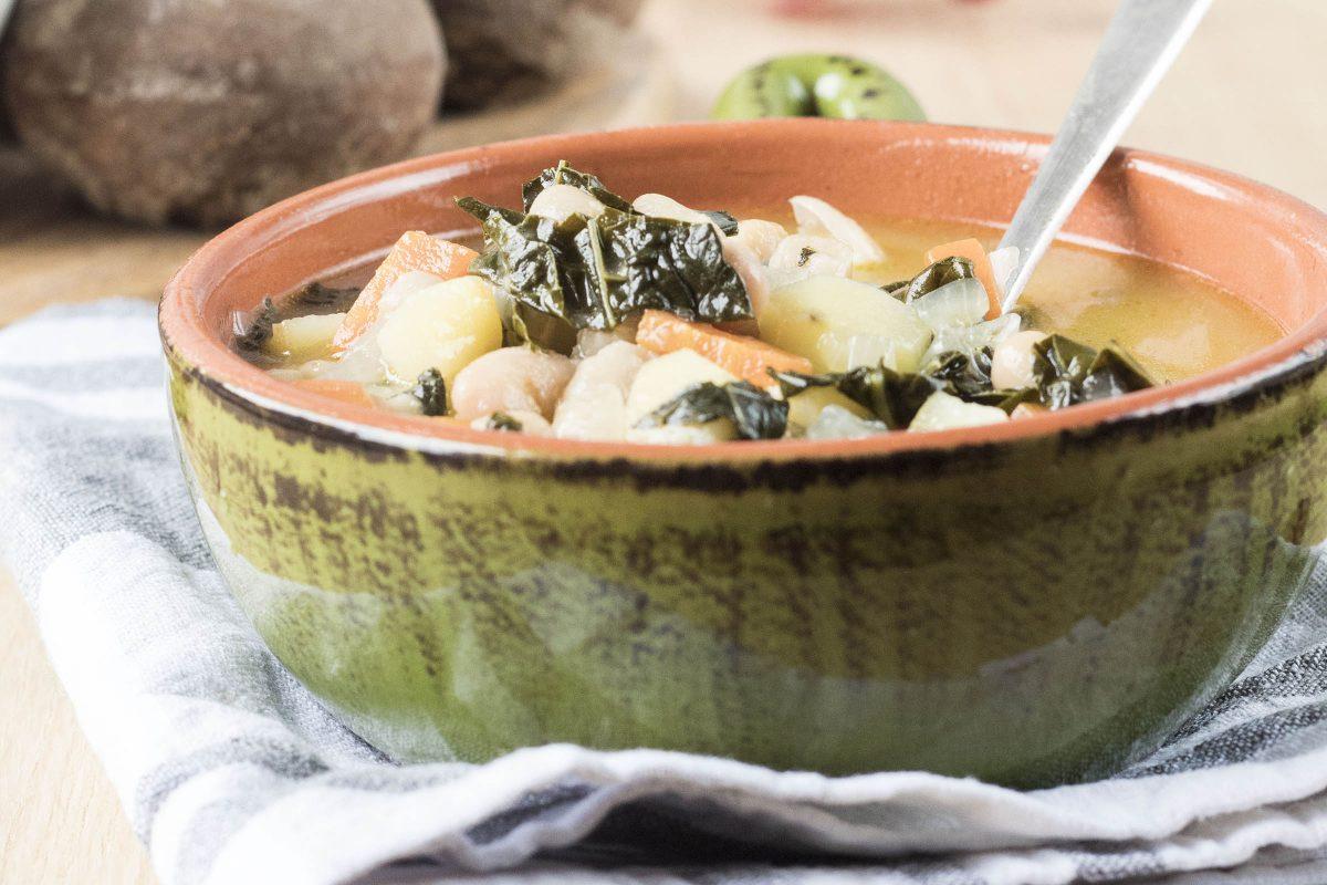 Zuppa toscana con cavolo nero e cannellini