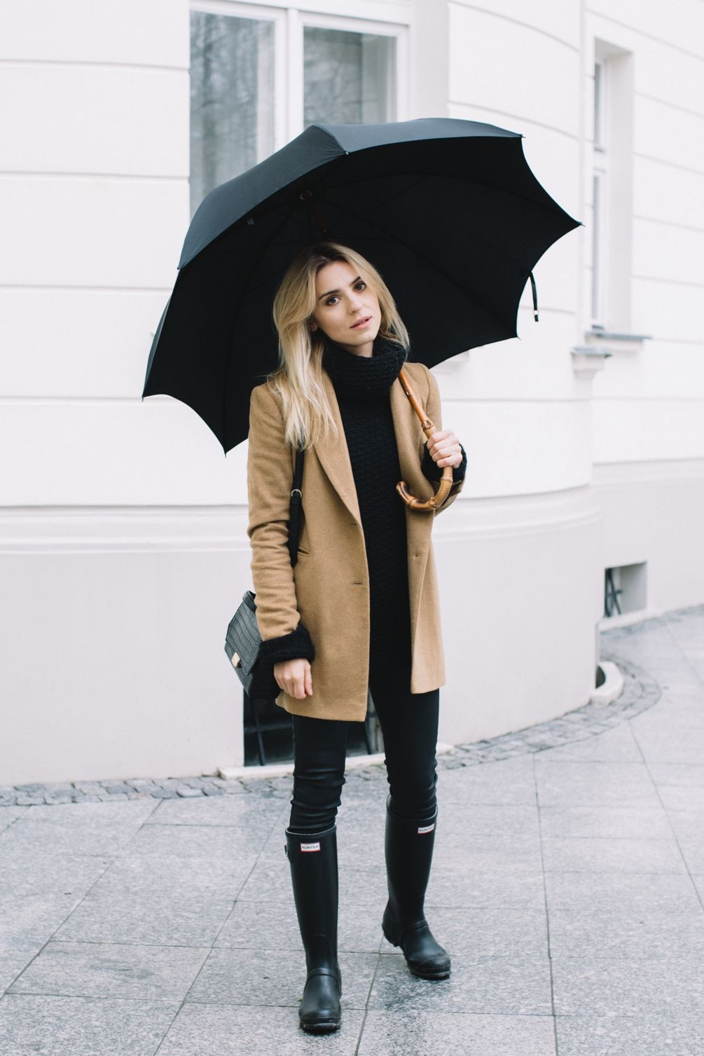 Come vestirsi se piove? Outfit e accessori must have